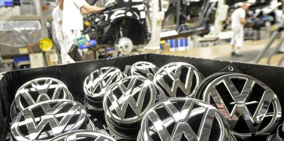 Alemania da 10 días a Volkswagen para resolver escándalo