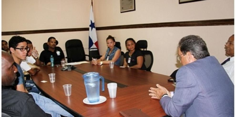 Universitarios acuden a Aduanas inconformespor el reclutamiento