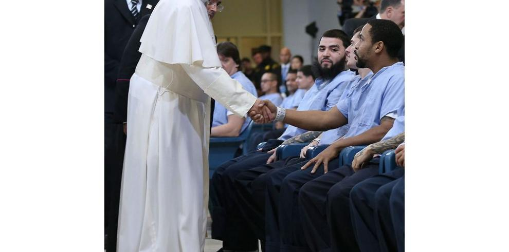 El papa se reunió con víctimas de actos pedófilos