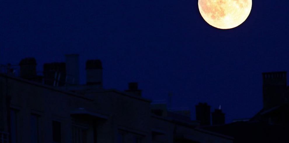 La primera superluna del siglo XXI