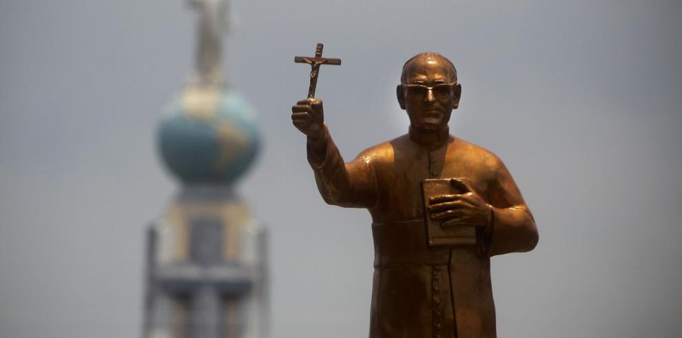 Proclaman beato al asesinado arzobispo salvadoreño Óscar Romero