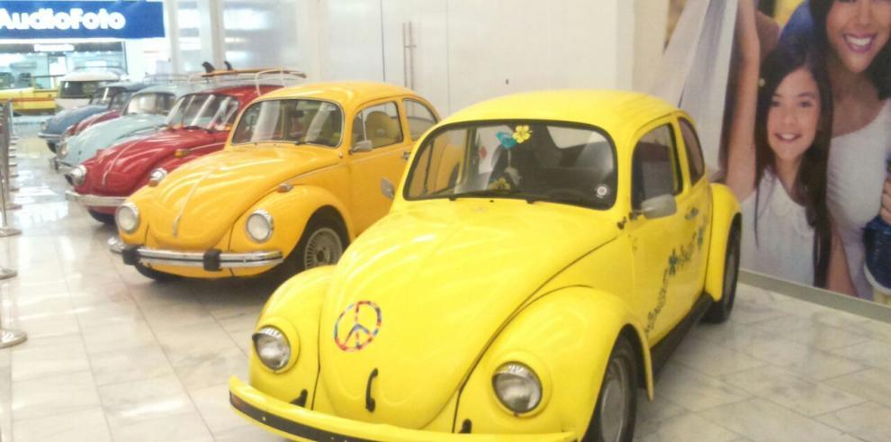 Exhiben vehículos antiguos que datan desde 1917