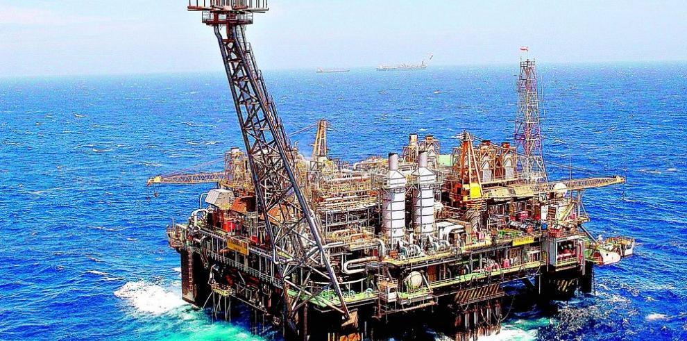 Petroleras tratan de abaratar producción