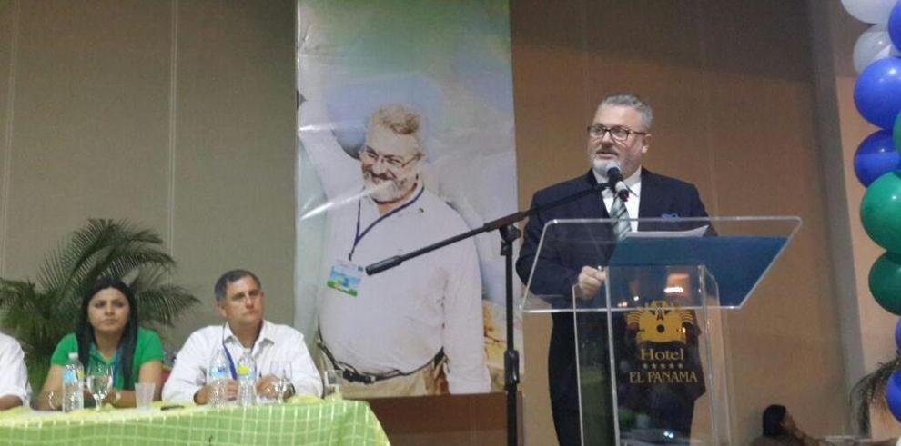 Milton Henríquez es reelegido presidente del Partido Popular