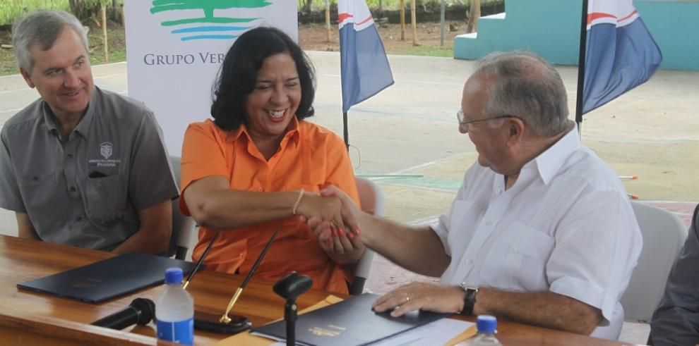 Grupo Verdeazuel construirá 5 aulas en el IPT Río Hato