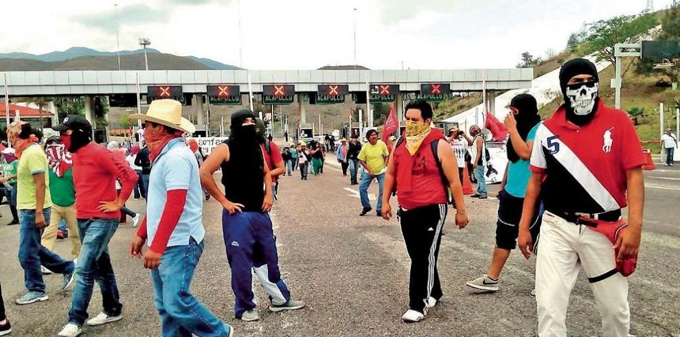 Padres de 43 estudiantes mantienen la lucha