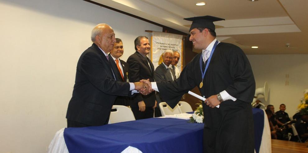 Hospital José Domingo de Obaldía graduó a 13 especialistas