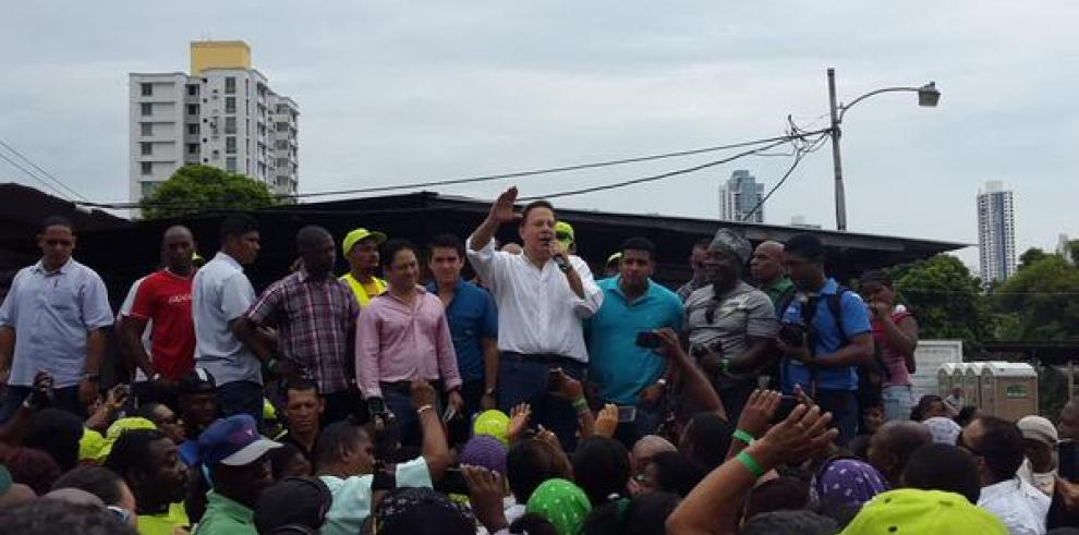 Varela anuncia aumento salarial para trabajadores de la AAUD