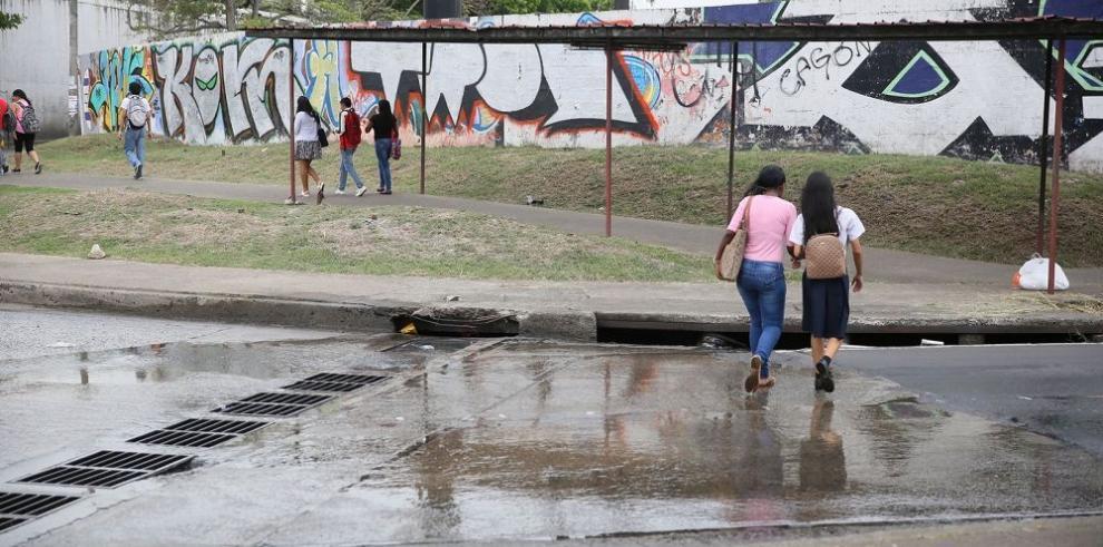Sobre aguas contaminadas