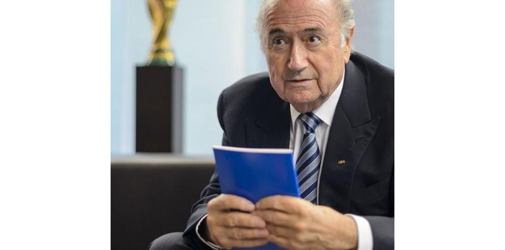 Blatter lanza su campaña a dos semanas de elecciones