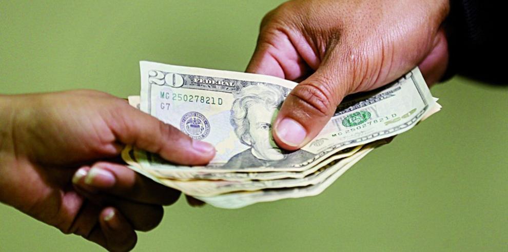 Panameños ahorran $83 mil millones