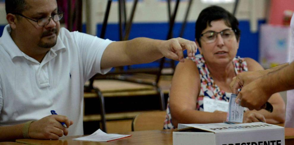 Costa Rica vive jornada electoral en calma