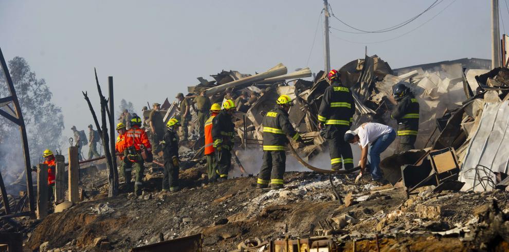 Gobierno de Panamá entrega frazadas a damnificados de catástrofes en Chile