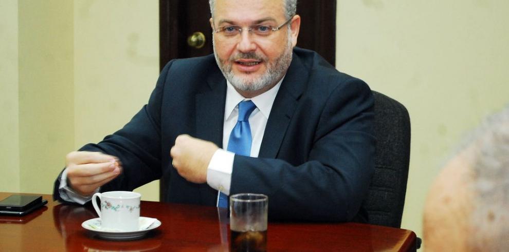 Henríquez insiste en nueva Constitución