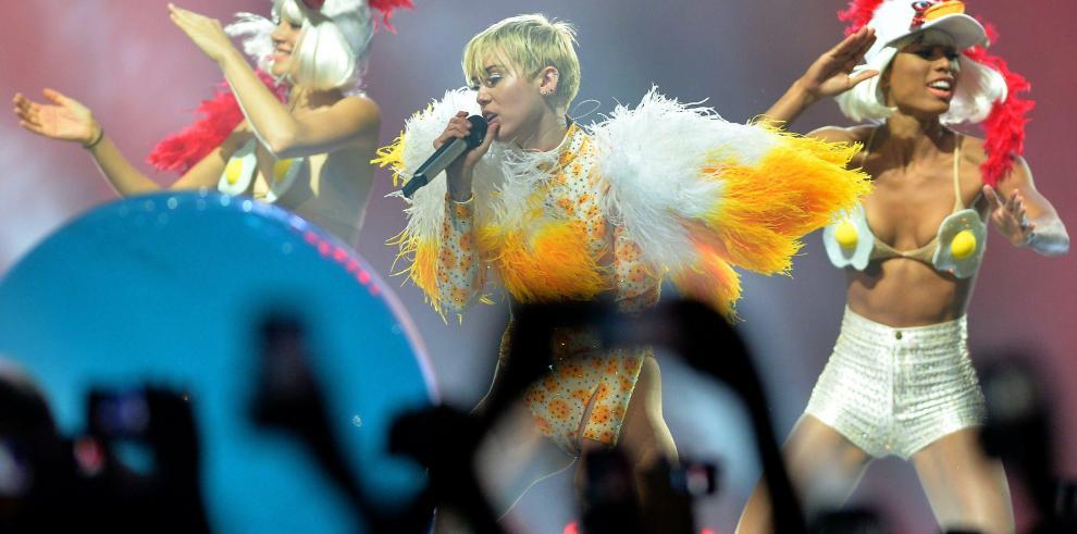 Miley Cyrus en problemas con México por azotarse con la bandera
