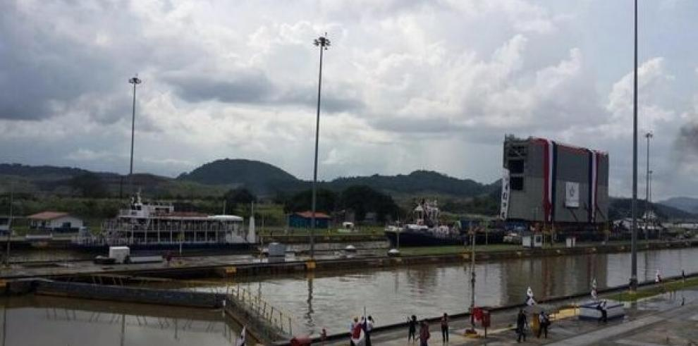 Llega a Cocolí tercera compuerta del Canal