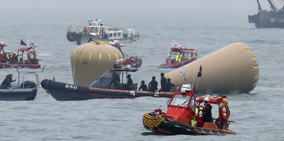 Ordenan detener al capitán del ferry siniestrado en Corea