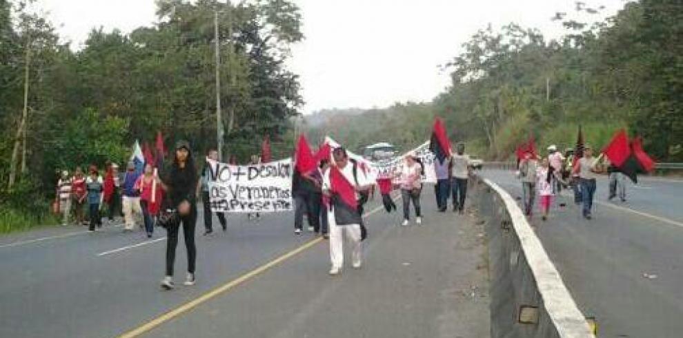Marcha de precaristas de Arraiján se mueve hasta la Presidencia
