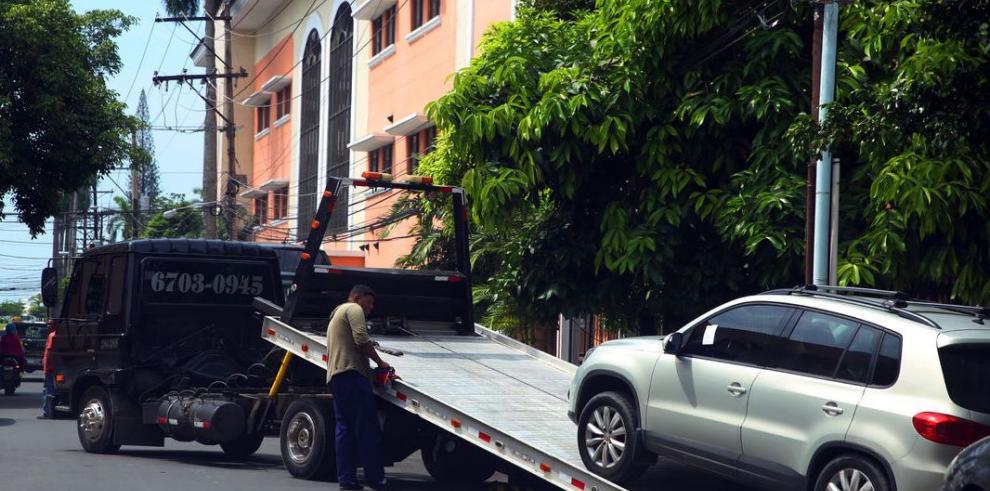 La ATTT separa a la Policía de Tránsito del servicio de grúas