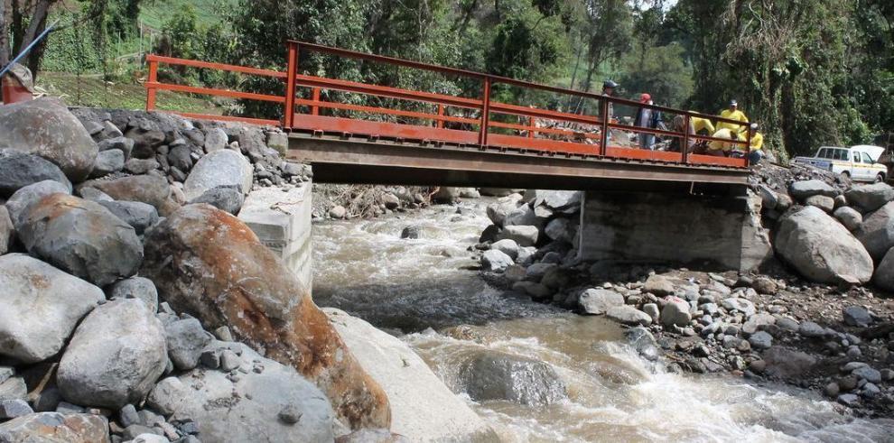 Rehabilitan puentes y caminos en áreas de Las Nubes