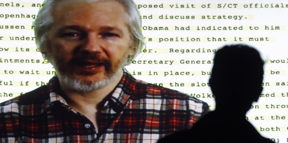 Assange no será interrogado en Londres, insiste Suecia