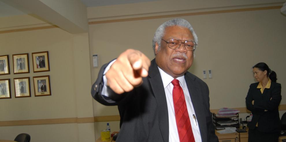 Mitchell pide a la Asamblea que investigue declaraciones de Díaz