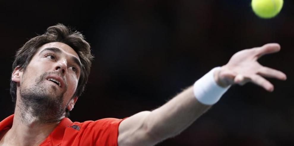 Federer sufre para avanzar en Bercy