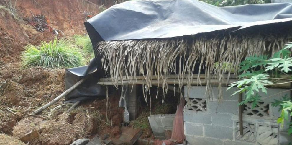 Tres viviendas ceden bajo las fuertes lluvias
