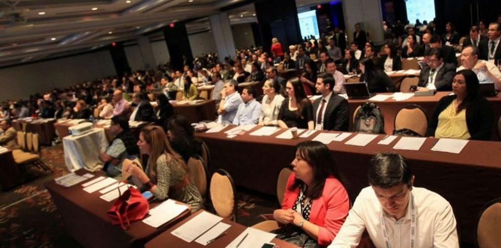 Profesionales de las TI discuten los retos y tendencias globales