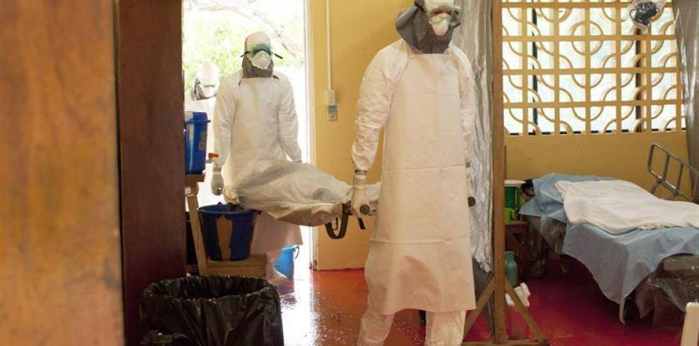 Confirman contagio del médico que trató al primer fallecido por ébola