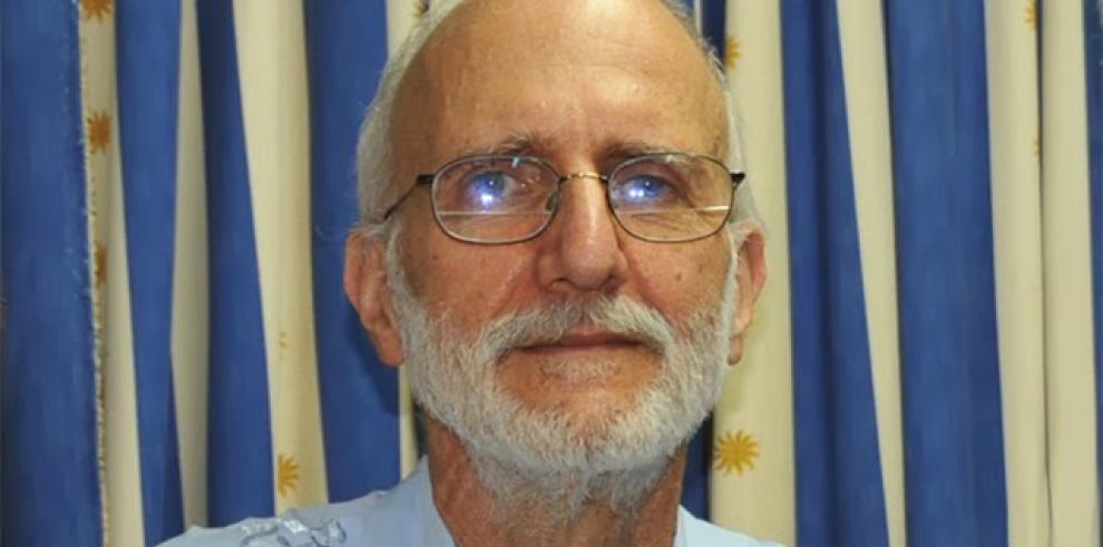 Estadounidense preso en Cuba dice adiós a su familia
