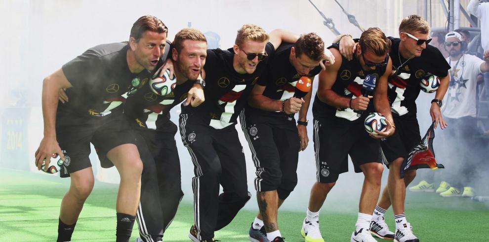 Alemanes se avergüenzan de la canción de su selección a los argentinos