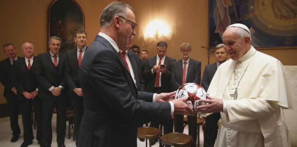El papa Francisco recibió al Bayern Múnich de Pep Guardiola