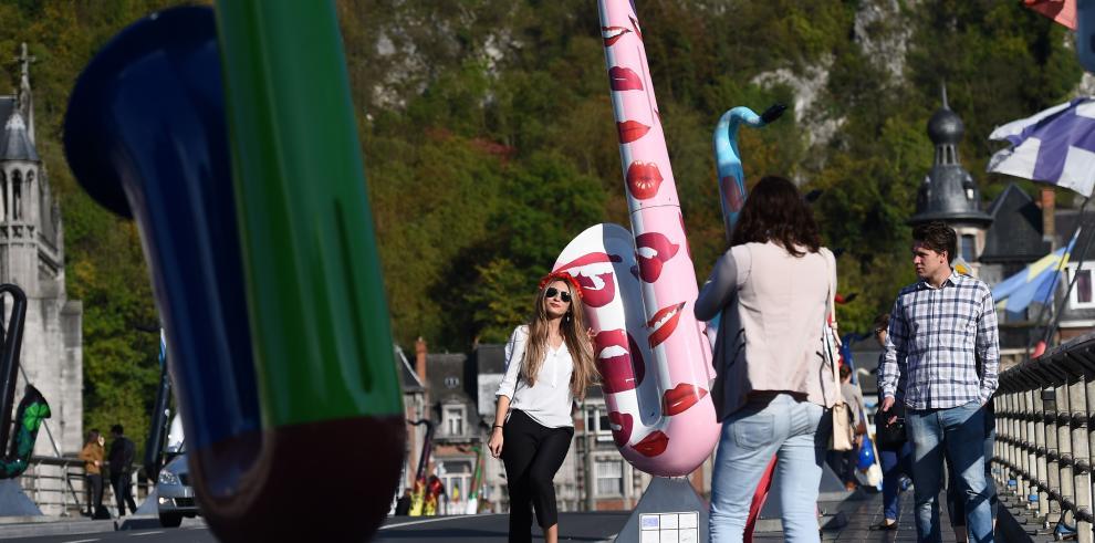 Saxofones gigantes conmemoran el nacimiento de su creador