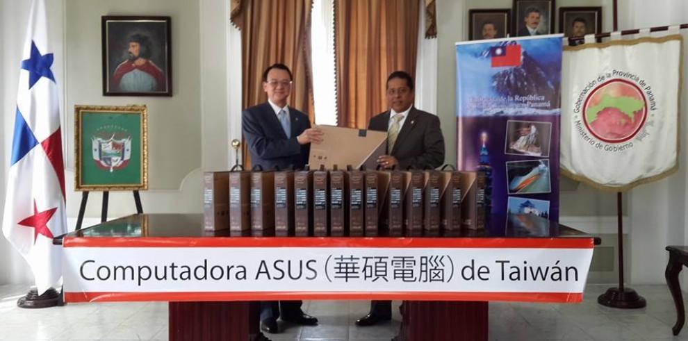 Gobernación de Panamá entregará 15 laptops en Chimán y Balboa