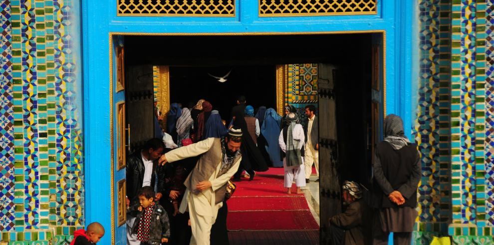 La mezquita azul de Hazrat Ali en Afganistán