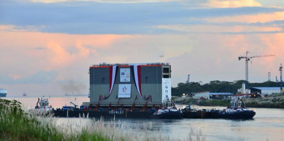 Compuertas inician traslado del Pacífico a través del Canal de Panamá