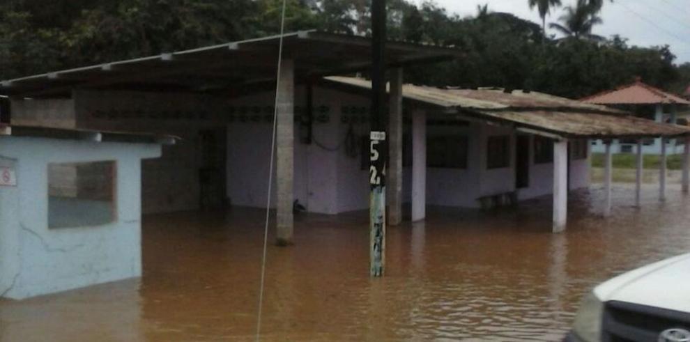 Crecida de ríos Flores y Cacao afecta 78 casas