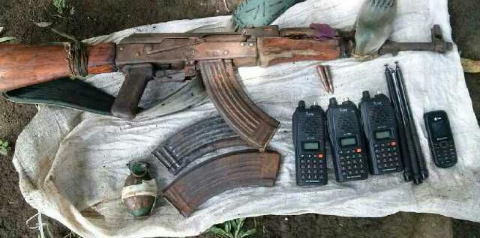 Policía detiene a colombiano con armas en zona fronteriza de Darién