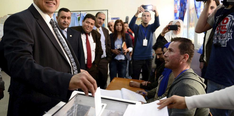 Actual presidente parte como favorito en Argelia