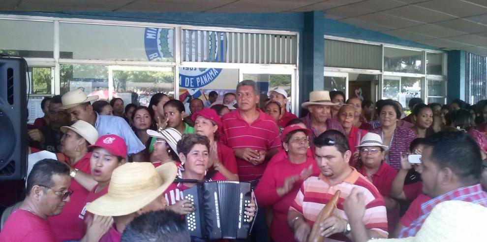 Docentes y Meduca firman acuerdo de fin de huelga