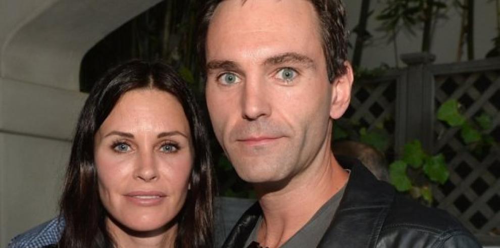 Courteney Cox se compromete con su novio Johnny McDaid