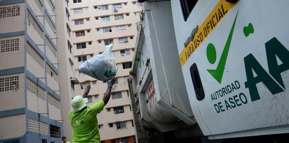 Varela dijo que habrá cambios administrativos en transporte y basura