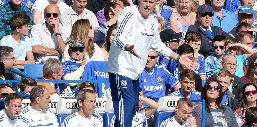La FA multa a Mourinho por felicitar al árbitro