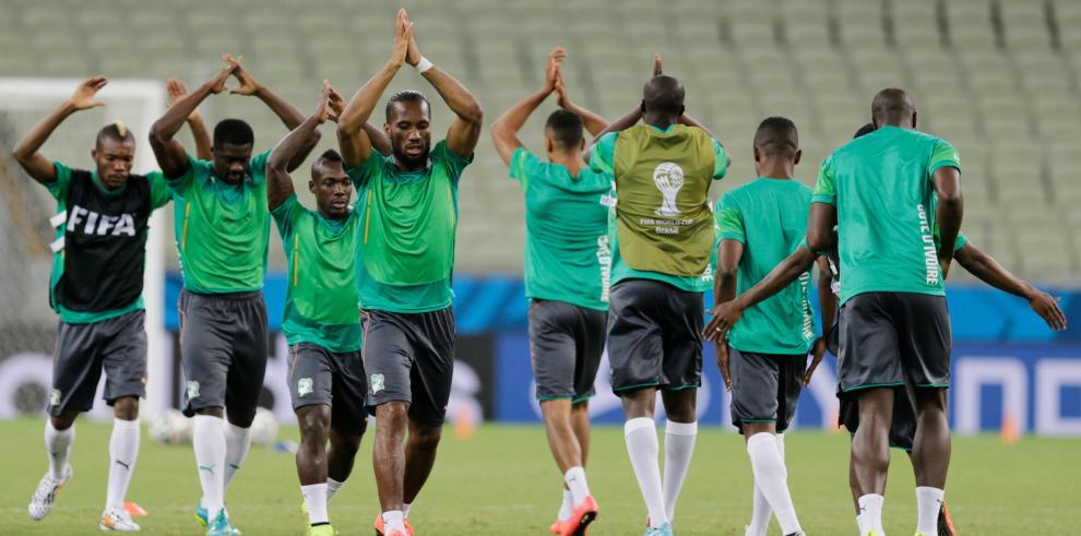 Grecia gana 2-1 a Costa del Marfil y clasifica a octavos de final