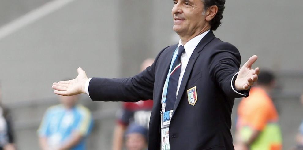 Técnico de la selección de Italia presenta dimisión por arbitraje