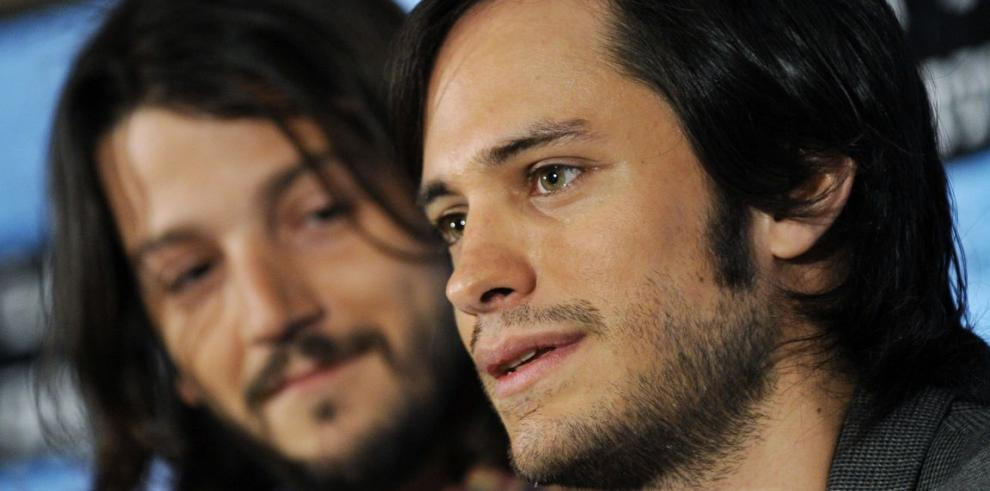 Diego Luna critica los cánticos homófobos