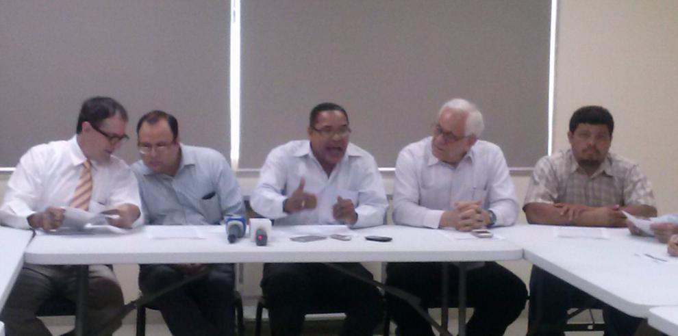 Critican escoltas para ex presidentes y piden salida de Sáez-Llorens