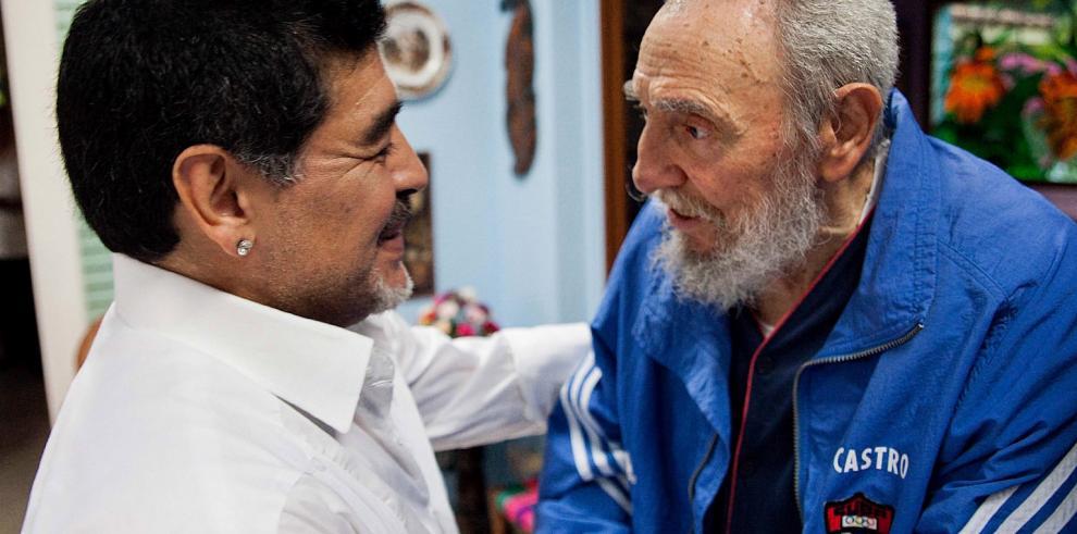 Fidel Castro sigue el Mundial gracias a Maradona
