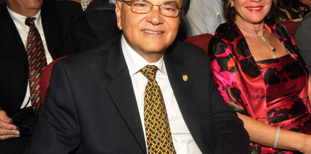 Roberto Roy continúa como Ministro para Asuntos del Canal de Panamá